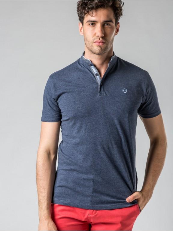 T-shirt neck buttons